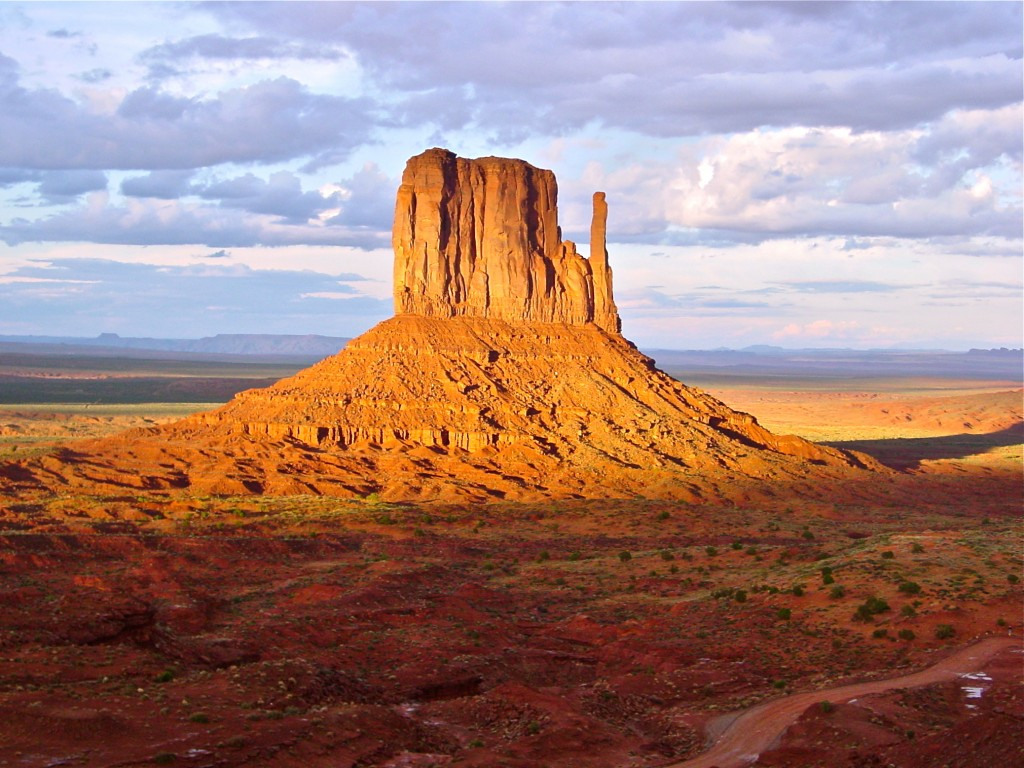Monument Valley hiking
