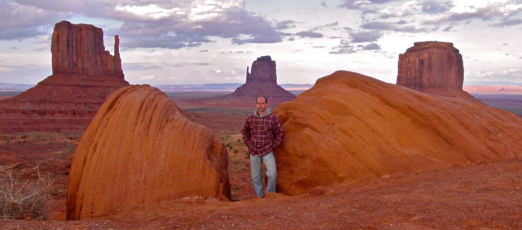 Monument Valley photos outdoors hiking